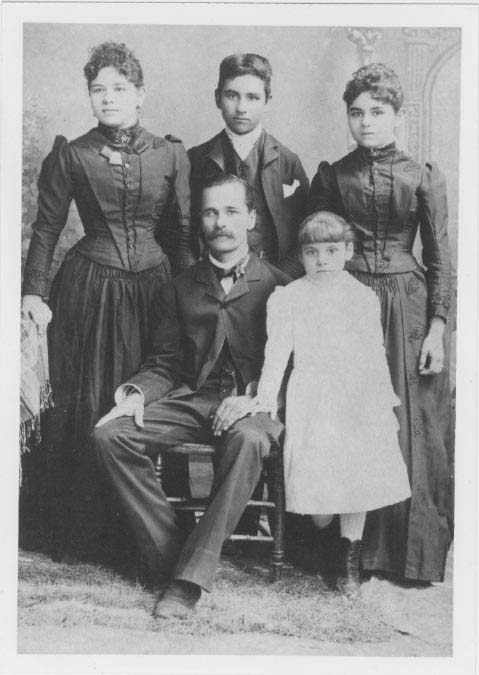 bb936d848 THE DIARY OF LUCAS DE LA FUENTE Completed and closed on April 1, 1908,  Photo taken in Sonora, Mexico 1890. Lucas de la Fuente (43 years old) with  four of ...