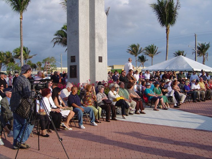 Somos primos sal del valle shares photos from the memorial gathering at tamiami airport a monument to the 2506 brigade air group on the 50th anniversary of the ill fandeluxe Choice Image