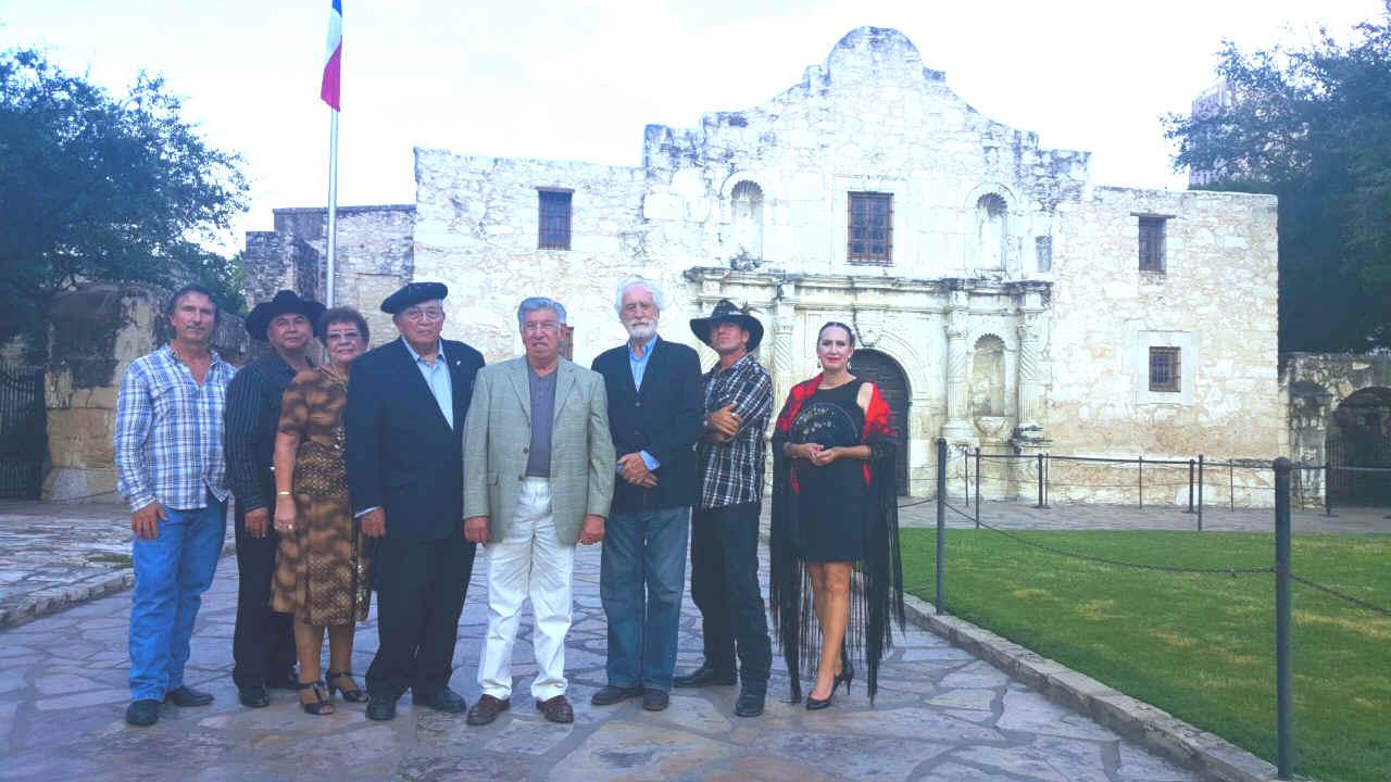 Somos primos la delegacin de texas espaa y mxico incluye william e millet director dr flix d almaraz jr profesor emrito de la universidad de texas fandeluxe Images