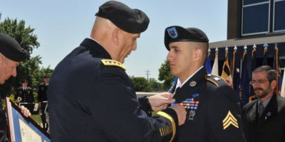 Somos primos army sergeant receives second highest military honor fandeluxe Choice Image